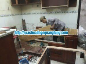 thợ mộc sửa chữa tủ bếp bị mối mọt