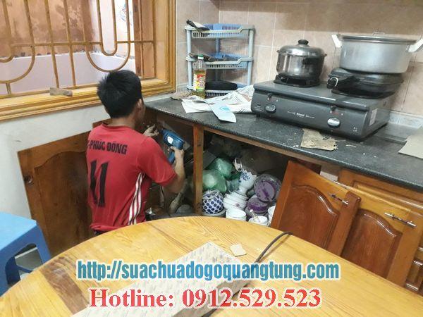 thợ mộc chuyên sửa chữa tủ bếp tại nhà