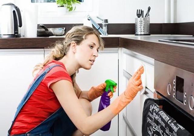 tủ bếp bị dính bẩn